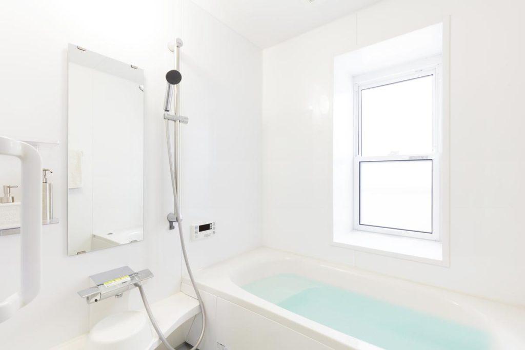 浴室のリフォームは何年でやるべき?一般的なタイミングと見極めのポイント