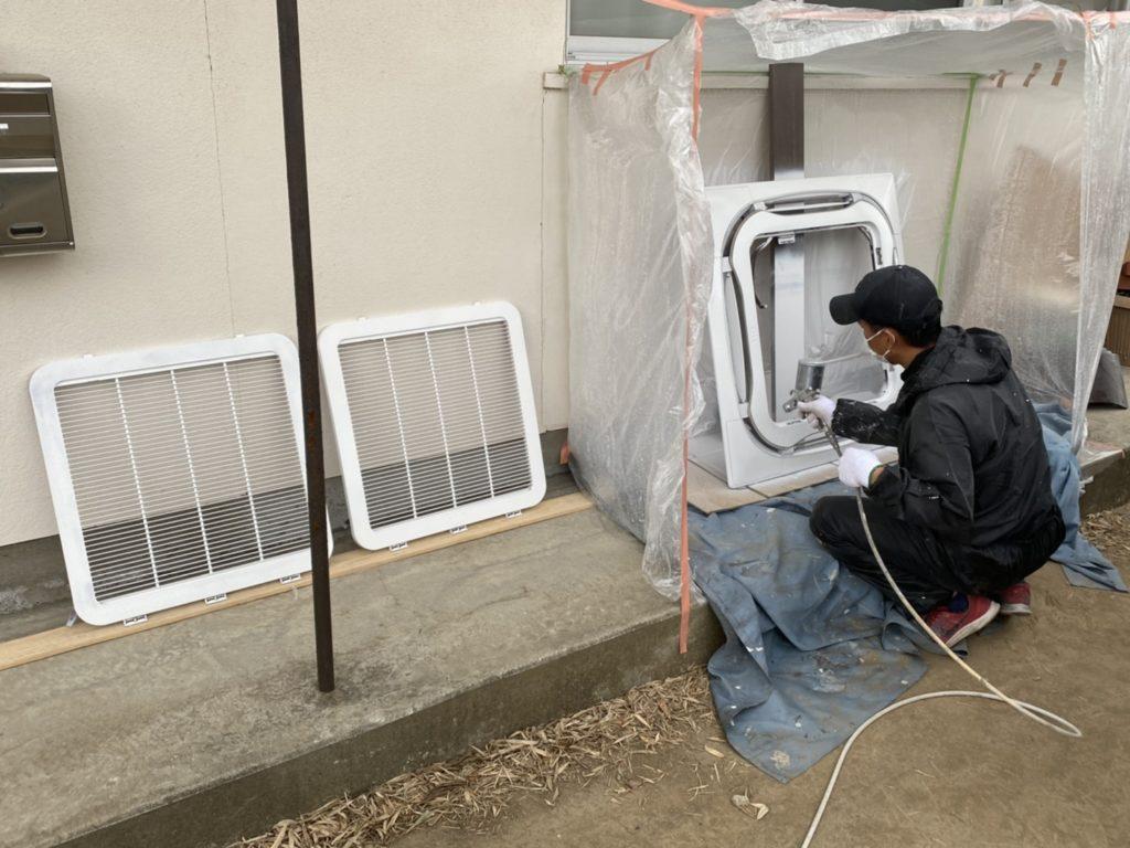 エアコンのカバーや、家具部品の塗装をしました